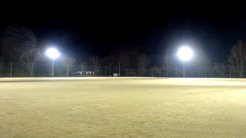 南小国町山村広場グラウンドの照明の写真